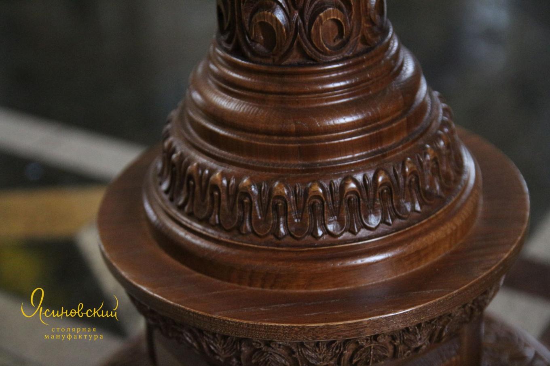 деталь деревянного резного аналоя