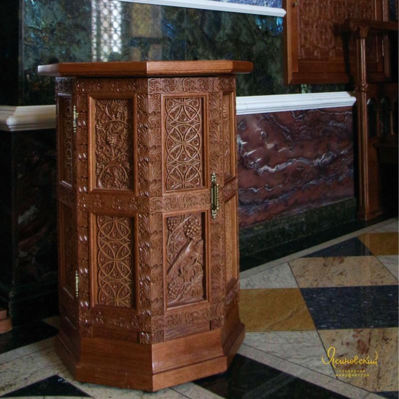 Тумбочка в византийском стиле