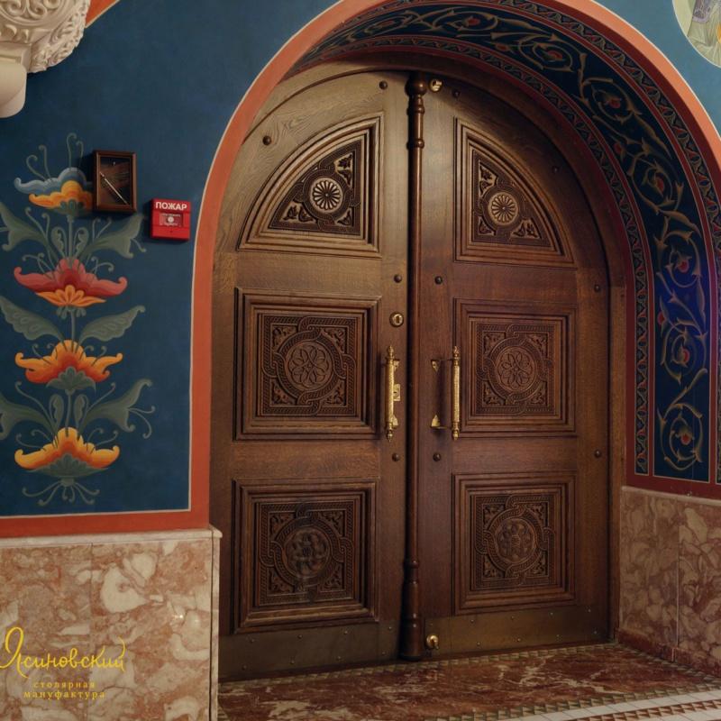 Двуполая арочная дверь